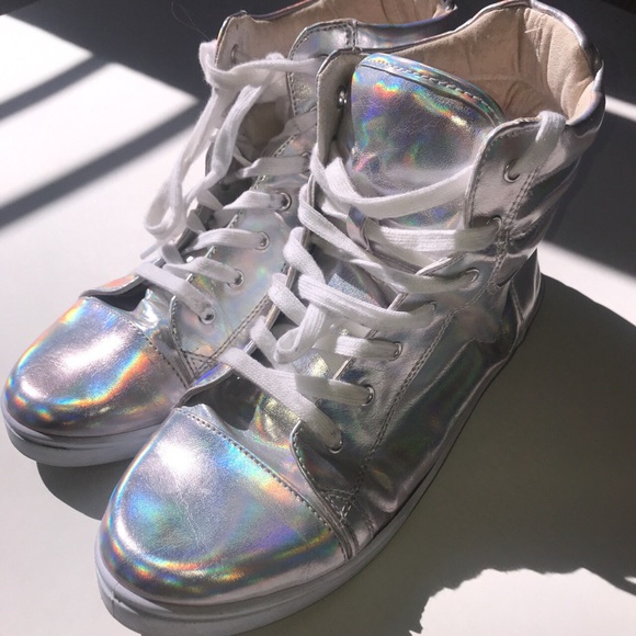 b737d6af7773d Holographic High Top Sneakers. M 5af0bcc4daa8f6516e40fa4d